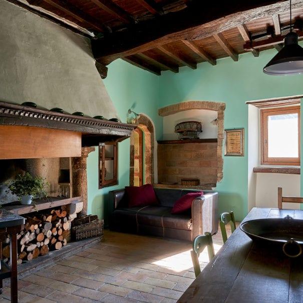 Scopri l' appartamento ducale del Castrum Resort Umbria con gli elementi originali dell'epoca!